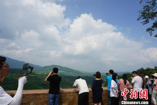 辽宁凤城大梨树村:以乡村旅游壮大绿色