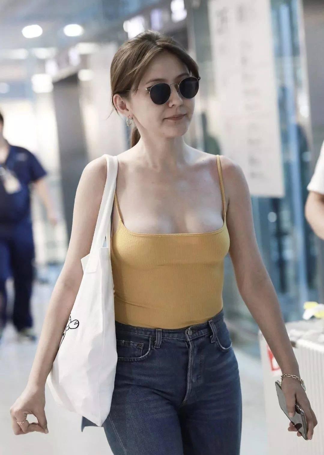 2019年了她们还因为穿衣尺度被骂,女明星到底应该怎么穿啊?