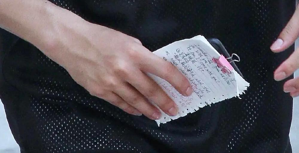 许凯随身携带英语笔记,耿直作风太圈粉,势要冲出亚洲走向国际?
