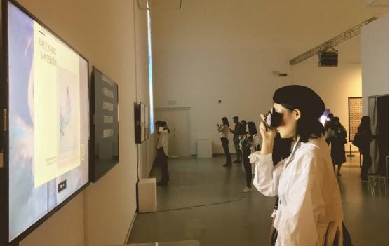 林茨电子艺术节登陆深圳,小冰参展现场创作: