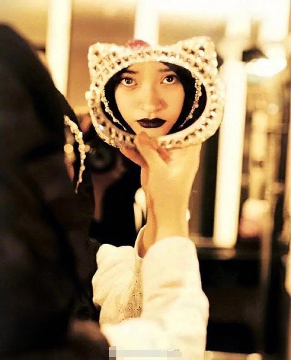 沈月 范冰冰 杂志 造型 镜子 网友 妆容 嘲东 施效颦 小巧 五官 风格 眼神 新造型 女演员 穿...