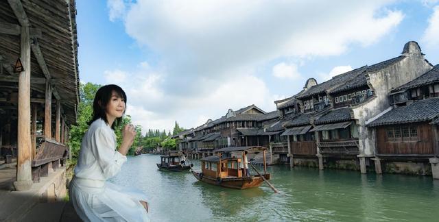 49岁奶茶刘若英久违营业,化身江南美女仙气飘飘