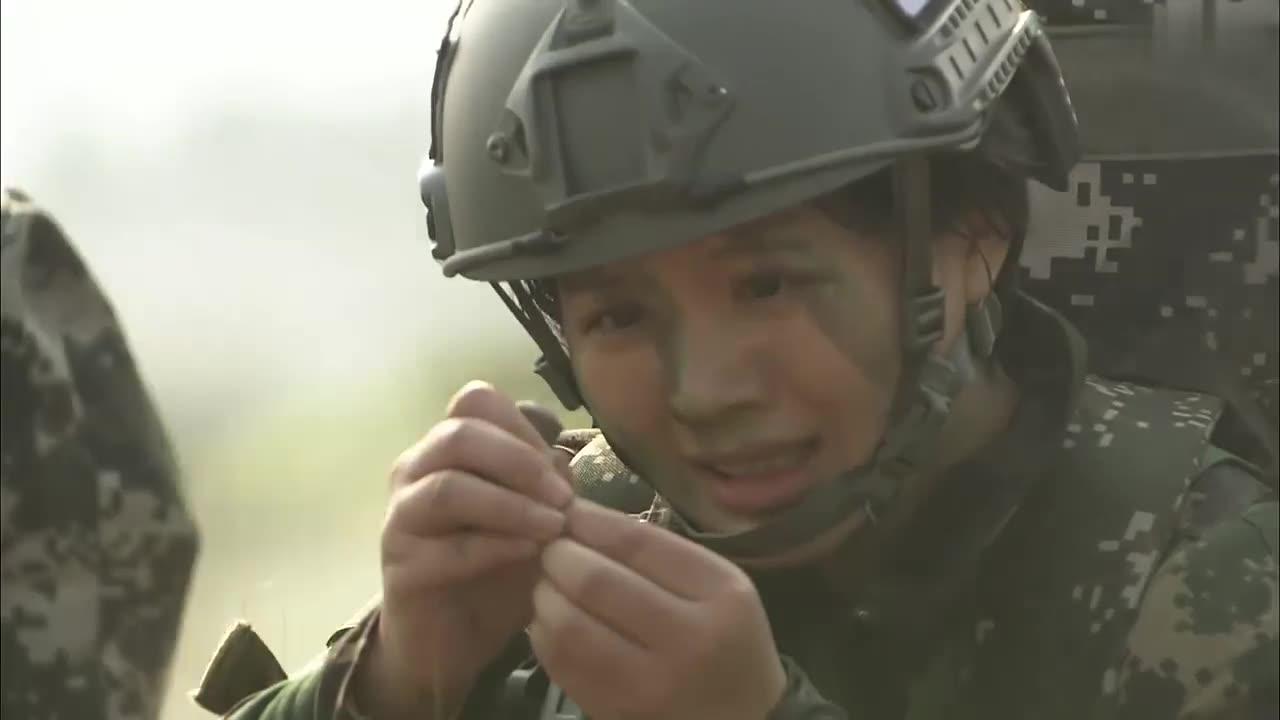 女兵三千米冲刺后穿针,只为考察心理素质和测试生理机能