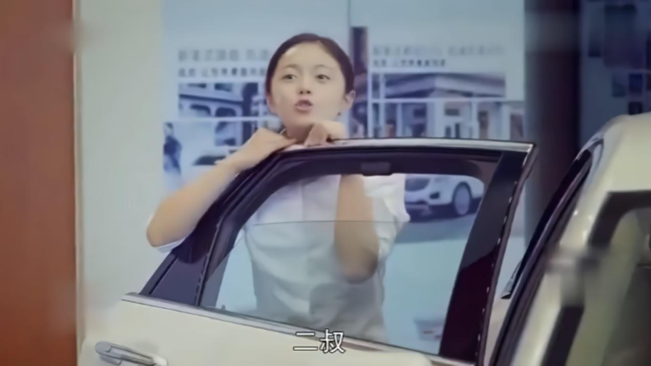 搞笑:小后妈和继女同时看上豪车,转身撒娇的场面贼逗,丈夫乐了