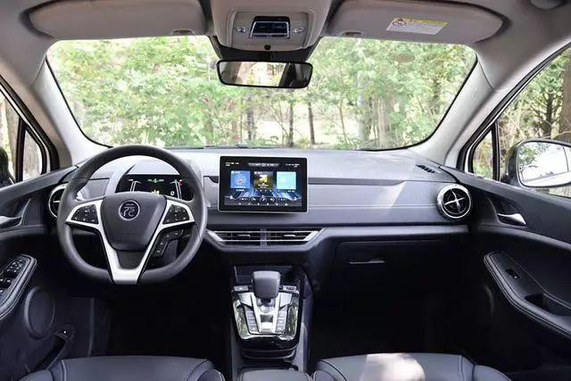 0油耗代步小车,新款元EV360上市,续航305km
