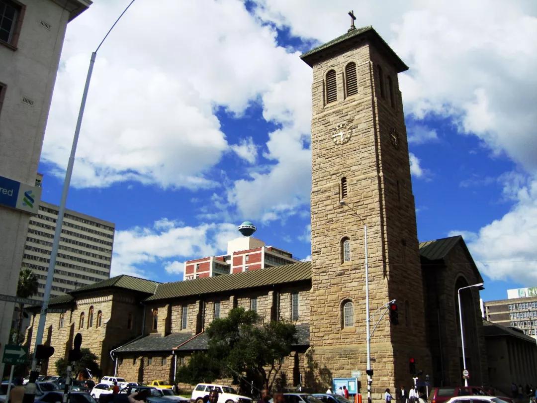刚换新币津巴布韦物价又飙涨 政府宣布加息到70%