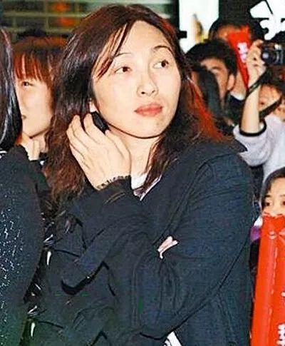 明星 正文  古巨基走红后先后跟邓丽欣,敖君怡都传过绯闻,2003年因