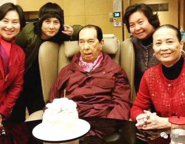 结婚生娃奖金10个亿,赌王千金何超莲和窦骁也要赶着结婚了?