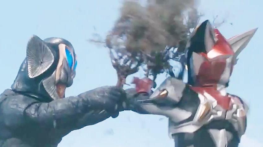 奥特曼和怪兽都用大树当武器,这些树看起来好假导致剧情穿帮啦