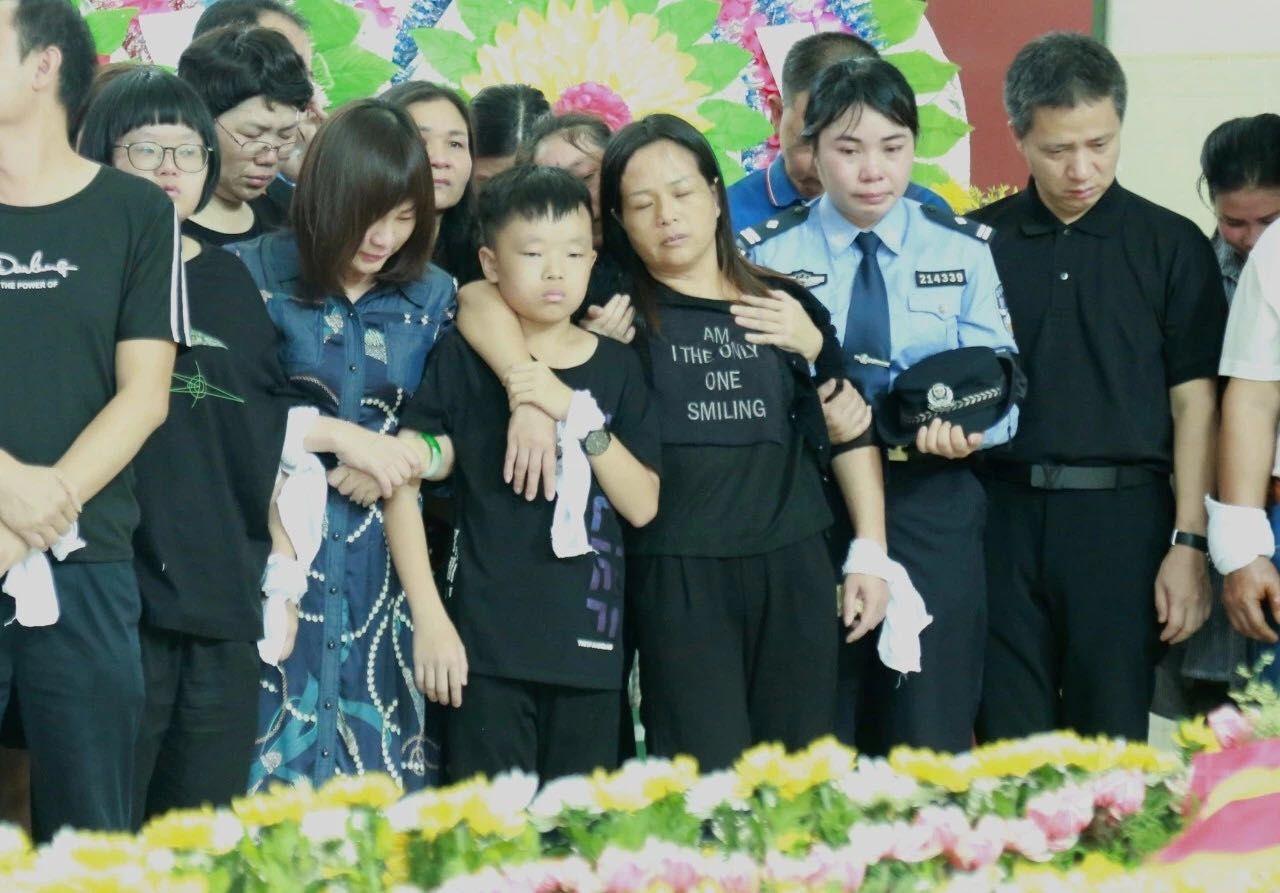 吴川民警黎宗权因公牺牲,近千人