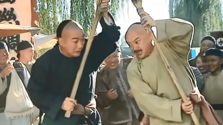 古装:和珅纪晓岚被罚扫地