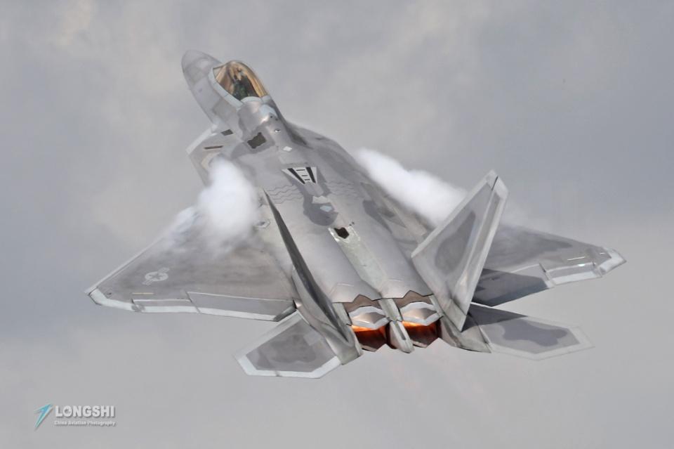 短腿F22A战斗机跨出坚实一步,未来作战有伴侣,给歼20威龙提个醒