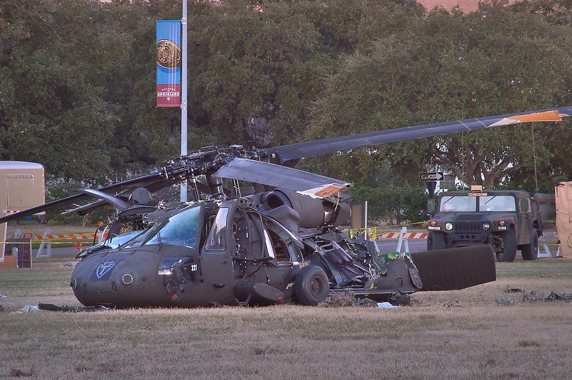 直升机遭遇坠机如何自救?俄军选择炸飞螺旋桨后弹射