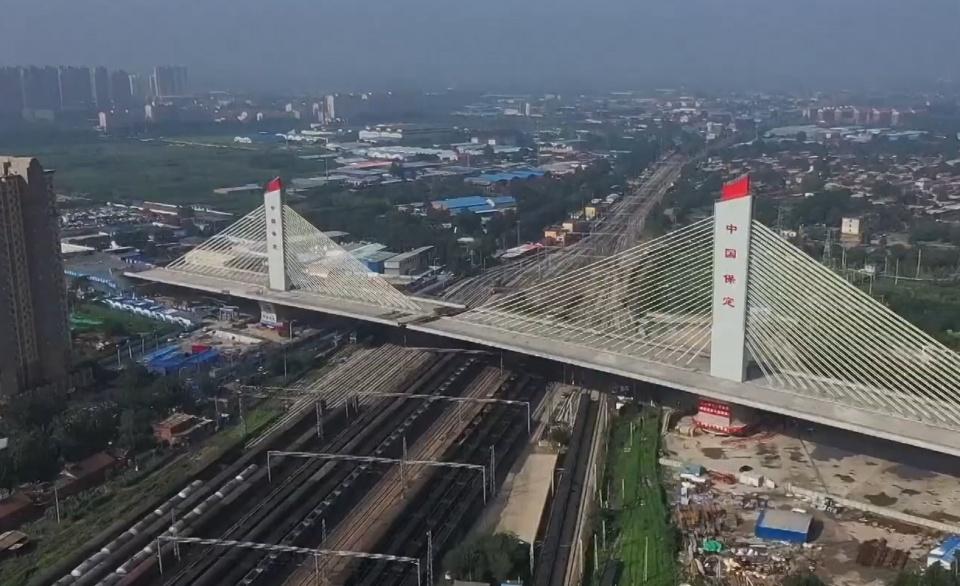 """中国这座大桥会空中旋转 中国再现桥梁奇迹:8万吨大桥能够原地""""旋转""""?不愧为基建狂魔"""