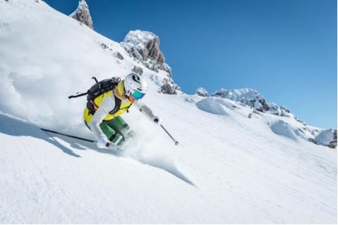 选择KJUS,让滑雪像走秀一样时尚、出众