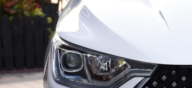 又一国产B级轿跑上市 标配12.3英寸大屏 1.5T+CVT 能否成为爆款?