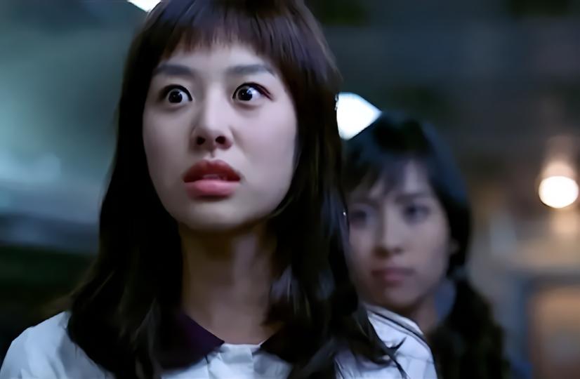 韩国恐怖电影《奇怪》疾驰的红眼电影,是它的尽头?飘花内衣列车办公室图片
