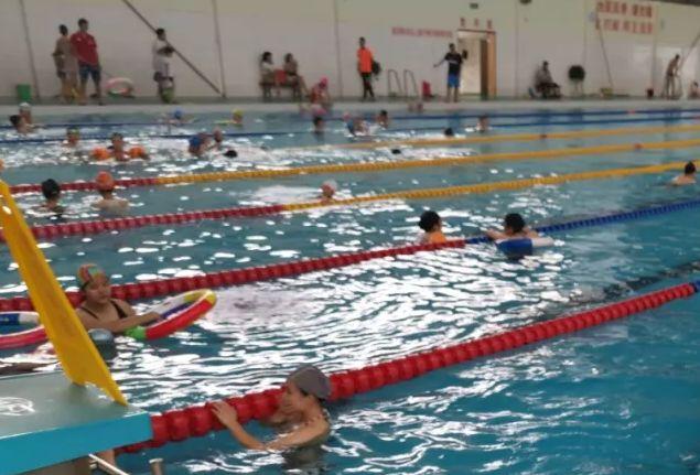1.游泳前试水温并做好充实的热身准备 合肥奥