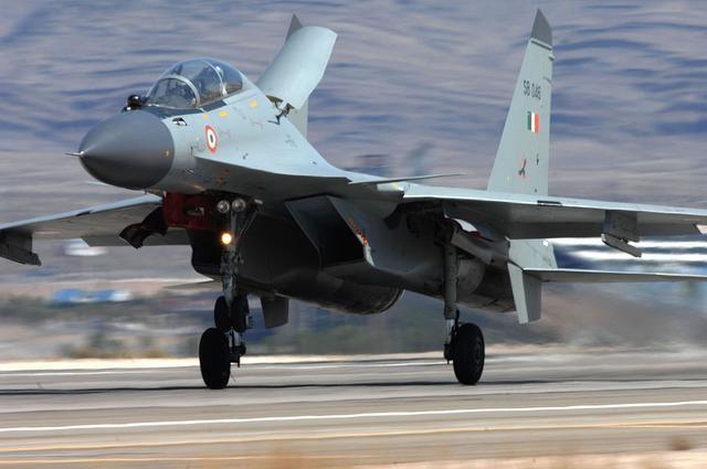 巴基斯坦近距离参观中国歼16:感谢盟友毫无保留