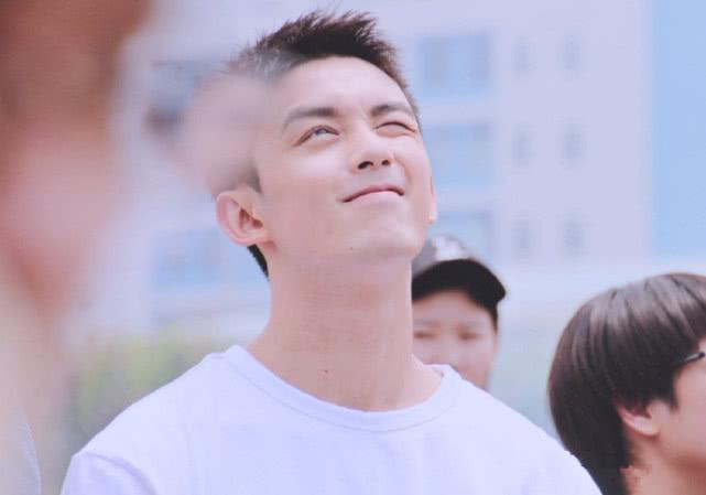 男生在夏天就该剪短头发,吴磊剪了个寸头,头发短点照样很帅