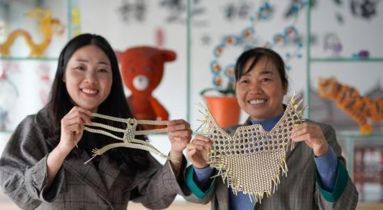 贵州玉屏搬迁妇女巧手助脱贫