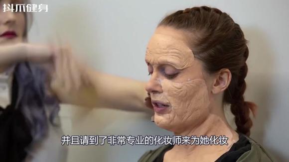 健美冠军化妆成老奶奶去健身,教练一脸不屑,最后眼睛都看直了