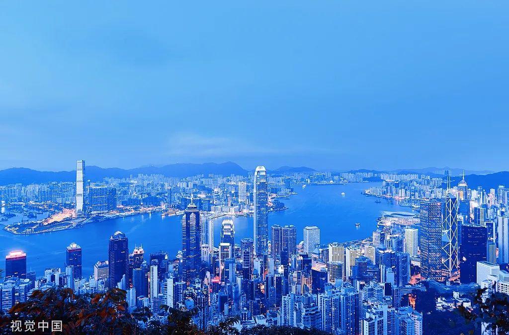 在朋友圈发健身照,在抖音发视频,把香港保险卖给内地客户
