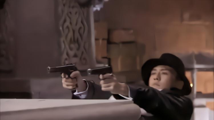 旅长要黑吃黑,安排枪手干掉男子,不料男子身上藏满了武器