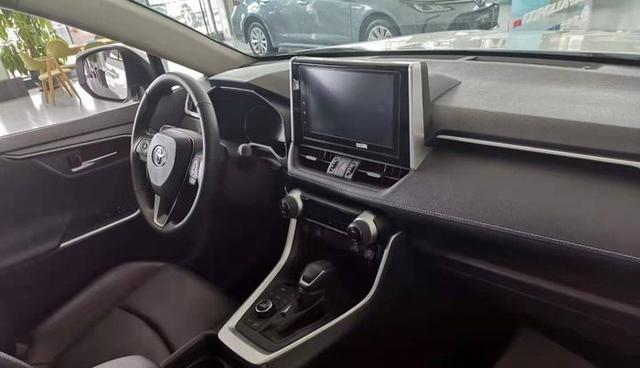 全新丰田RAV4荣放全新丰田RAV4荣放,车身更显硬朗,17万起你买吗?