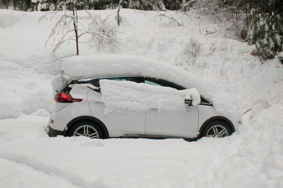 冬天一到,电动车司机都哭了!官方续航里程能不能信?