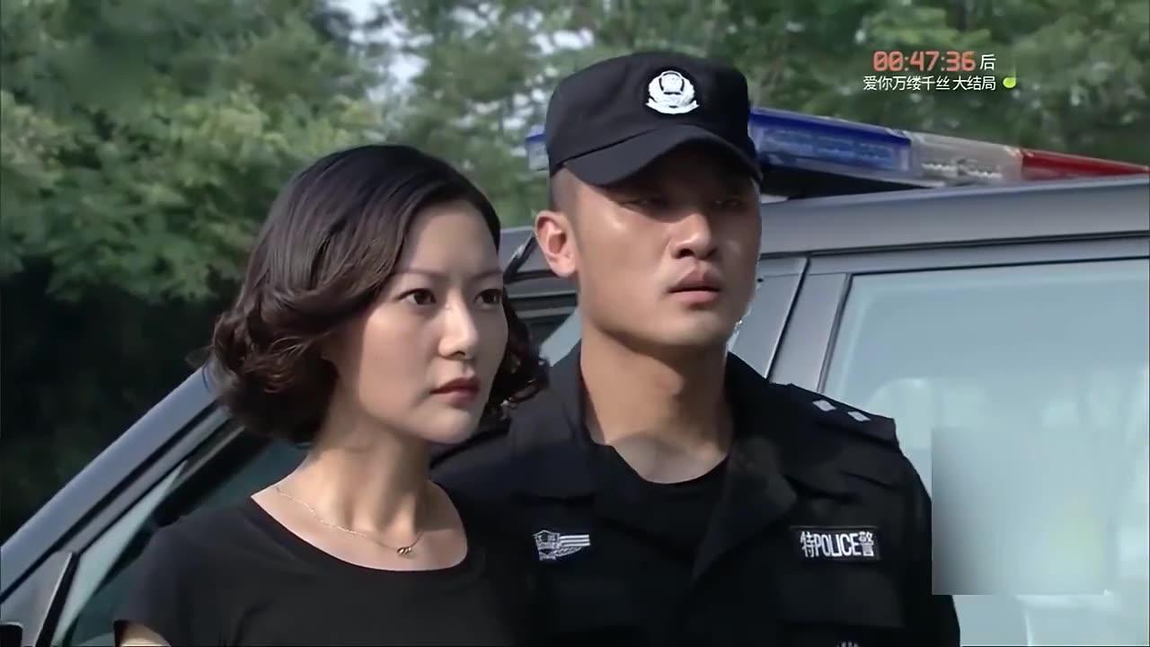 特警力量 :美女去见特警男友,一见面就抱,战友表示自己喜欢