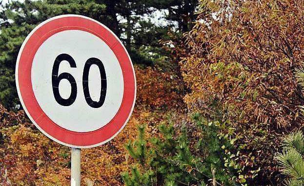 限速 事故 路段 交警提醒 km 交警 车主 后车 驾驶者 标志