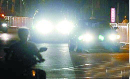 最痛恨的4种不文明驾驶行为,强行加塞、滥用远光灯在列