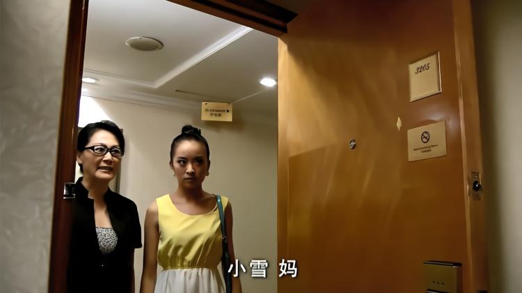 爆笑:丈夫和闺蜜去酒店,妻子带着婆婆来敲门,最后自己却尴尬了