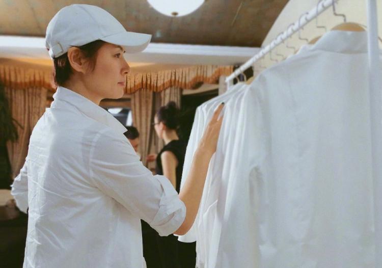 曾是亚洲第一名模,44岁马艳丽晒近照,离婚后生活惬意