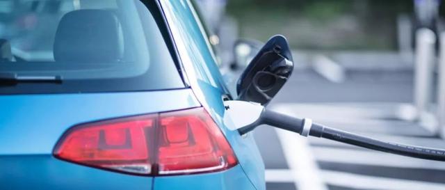 燃油车加油口有左右两派 电动汽车充电口分几派?