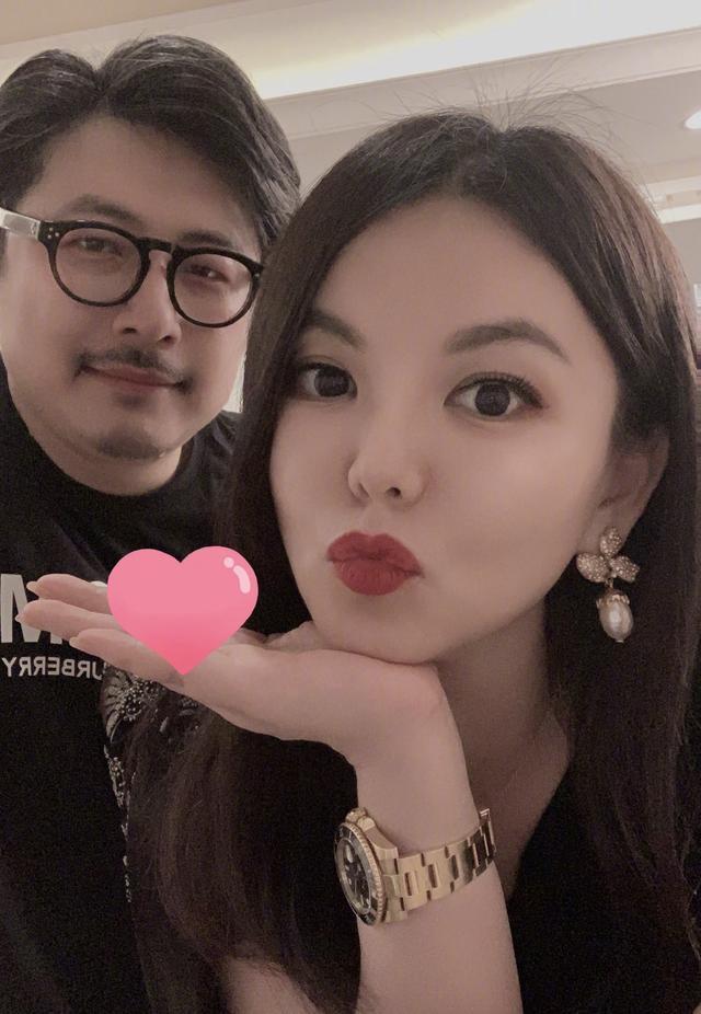 李湘晒照为王岳伦庆46岁生日浑身珠光宝气高调吸睛