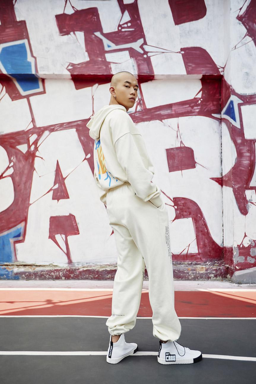 掀起涂鸦新潮,安踏青年系列携手涂鸦大师 Stash 强势登陆为年轻的文化提供土壤与舞台