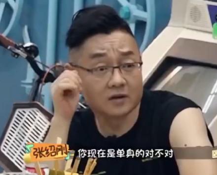 汪苏泷自爆单身 三个月前街头拥吻靳梦佳 分手原因不得而知
