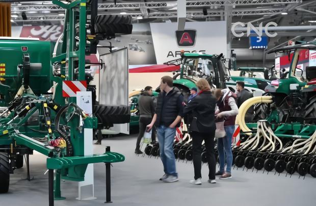 AI合成主播│德国国际农机展上中企展风采