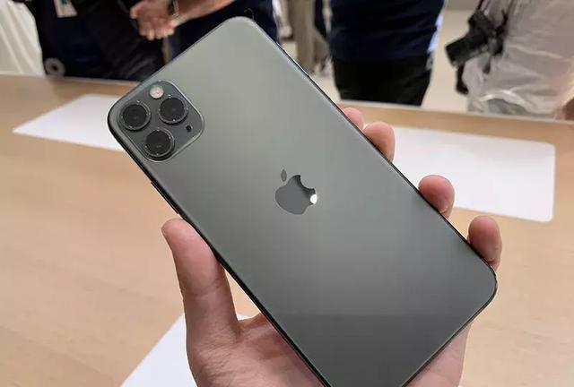 苹果新品发布会:iPhone浴霸三摄 现场叫板华为_新闻频道_中华网