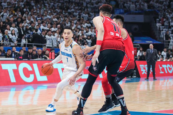林书豪罚球绝杀!贺希宁26分3篮板,北京险胜深圳