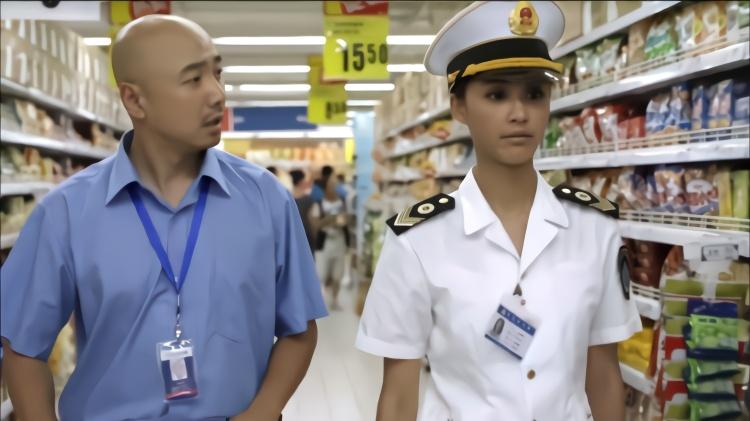 卫生局来超市突击检查,不料检查员竟是自己大学初恋,有好戏看了