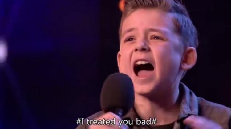英国达人秀:十岁男孩唱杰克逊的歌,现场哭倒一片,太震撼了