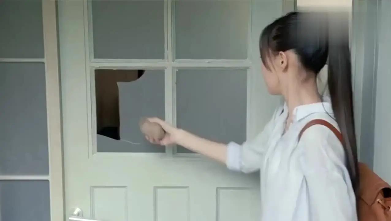 仇人老婆的肉体上bt_唐嫣小剧场,在戏里化身两百多斤的小胖妞,看罗晋背起来真吃力