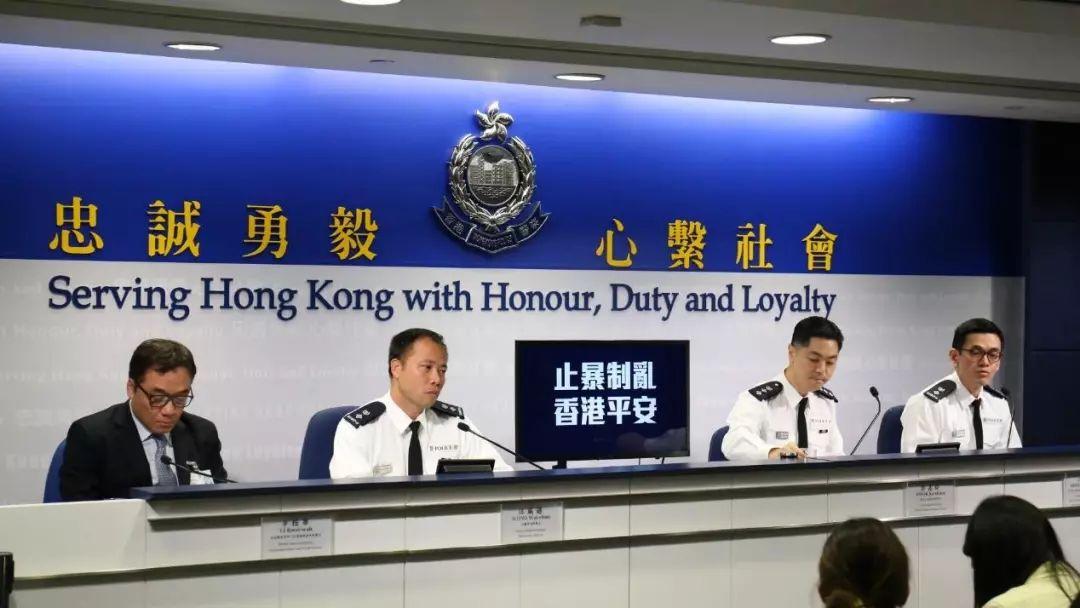 香港警队亮出了他们的全新核心价值:忠诚勇毅,心系社会。