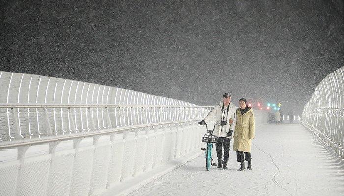 北京各地迎今冬初雪,怀柔区箭扣长城现云海奇观宛如仙境