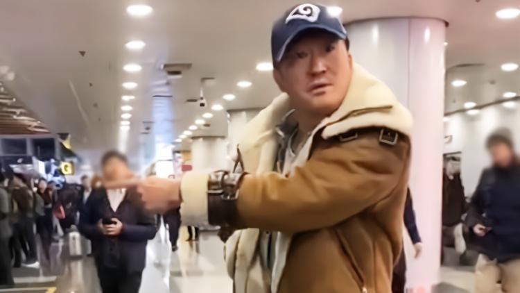 吴京机场当众发飙?网友力挺:干得漂亮