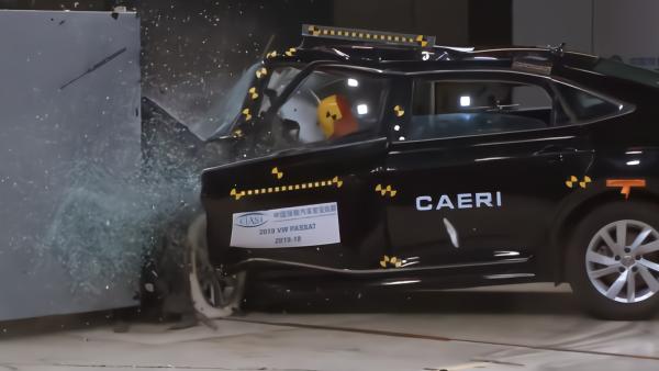 A柱断裂、车门脱落,帕萨特碰撞评级垫底