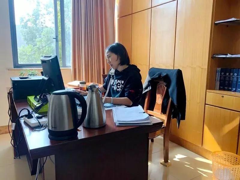 凤凰网江苏_江苏法官周末带女儿加班照走红_凤凰网资讯_凤凰网